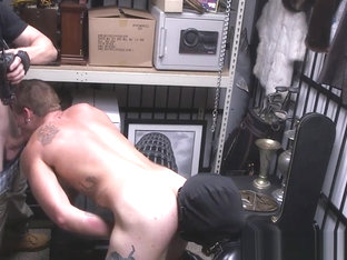 Muscled pawn fucked for cash by pawnbrokers