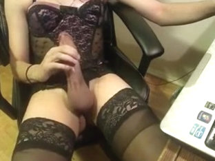 Nice cum from a hard girlsy clit