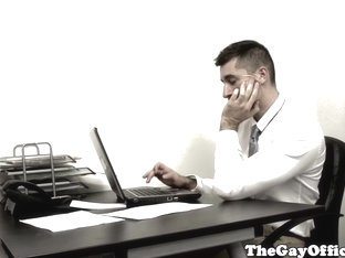 Muscular bearboss assfucks lazy employee