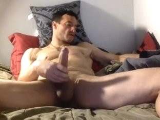 daddy watching porn & jerk on bed