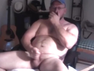 Daddy bear cums hard on poppers
