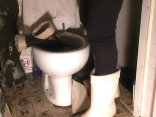 nlboots - pissing ON boots in toilet