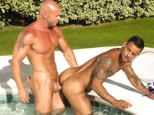 Trunks 8 XXX Video: David Benjamin, Mitch Vaugn