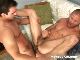 MenOver30 Video: Hole Therapy