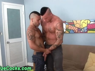 Muscly hunks suck big dicks