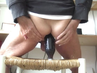 stretching old ass with cokebottel and dildo