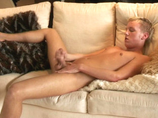 Twink Amateur Thomas Calvin Beats Off - ShareYourBoyfriend