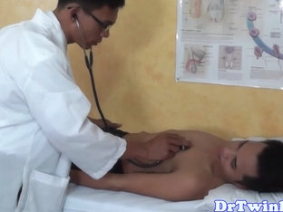 Asian doctor analplays with twinks ass