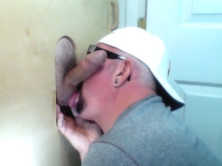 Married Guy Needs To Gloryhole Throat Fuck - GloryholeHookups