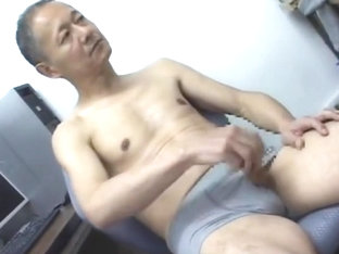 Japanese daddy cumming show 1