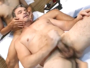Filipino twinks spitroasting dilf