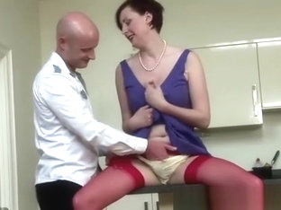 Gay eats mature british babe in stockings pussy