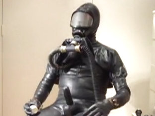 Gasmask play in full rubber