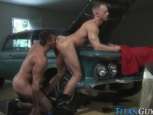 Muscly mechanic spunks