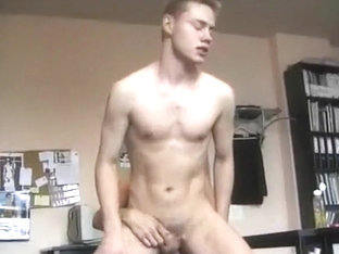 TWINKS BAREBACK AT OFFICE