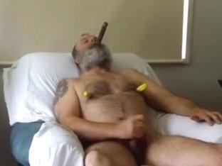 Bear smokin vid 1