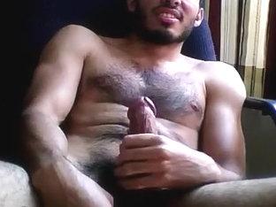 un chico peludito y con buena leche