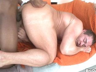 Body Builder VS 14 Inch Dick - ItsGonnaHurt