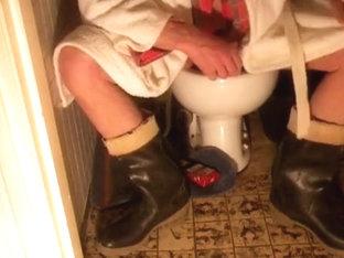 nlboots - boots on toilet