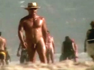 cute wht homo cpl pick-up big blk chap at in nature's garb beach