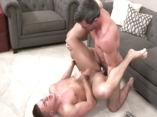 Muscle stud gets daddy fuck