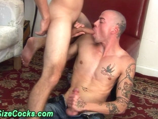 Muscly hunk gets big dick sucked