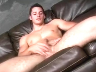 Hunky guy Aron Matthews wanks off
