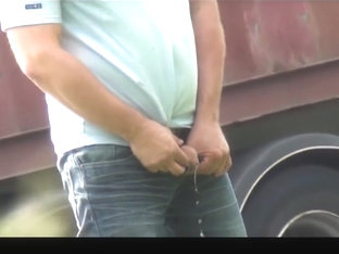 caught trucker outdoor pissing