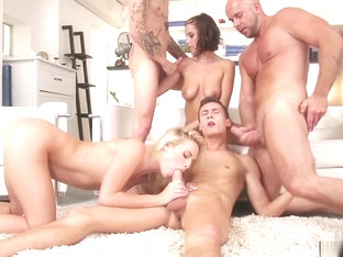 Sexy anal and pussy fuck bisex orgy