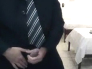 Jacking off the tie on