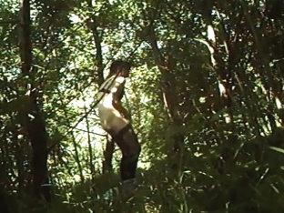 Buiten in de bosjes mijn piemel trekken