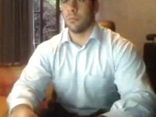 Macho pajeando su verga dura en la webcam