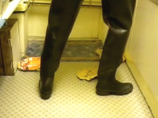 nlboots - hevea waders, blue working trousers, trampling