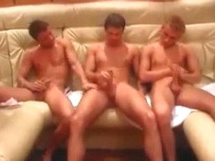 Trio Cogiendo sin condon