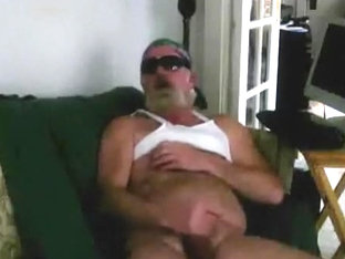 Redneck Bear Smoke n Jack Off