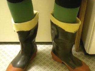 nlboots - close, closer (WR boots)