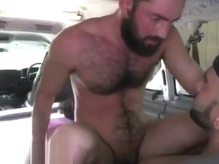 Gays suck straight guys on sleep Amateur Anal Sex With A Man Bear!