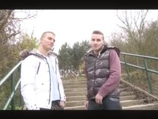 Dos chicos follando y lefandose las caras