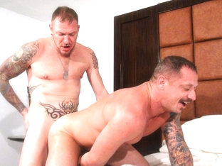 Chad Brock and Ben Statham - BarebackThatHole