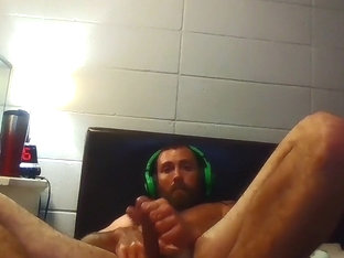 Str8 guy watching porn and stroke on bed