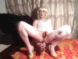 Blonde cd honey rides huge toy