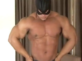 [beefymuscle.com] Mega bodybuilder flexes