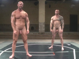 Tattooed wrestling hunk gets oiledup