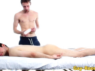Hunky masseuse massages clients cock with his mouth