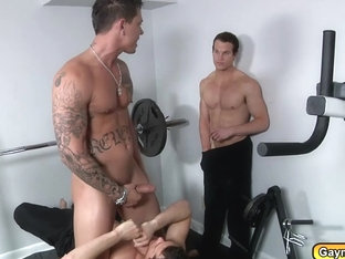Gay men having a threesome blowjobs and butt fucks at the gym