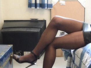 Upskirt in rht pantyhose