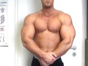 Bodybuilder Nude Webcam - Manu Rock