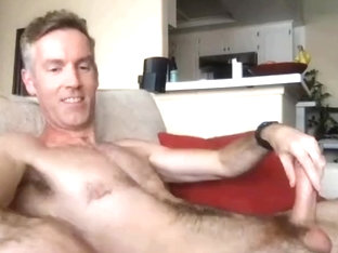 Hot daddy jerkoff on cam