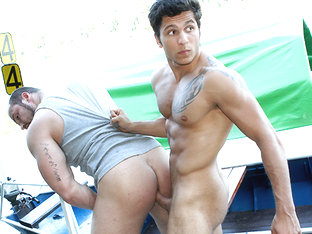 Muscle-Men Have Anal Sex In Public - OutInPublic