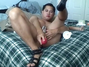 Nasty asian guy plugging his ass